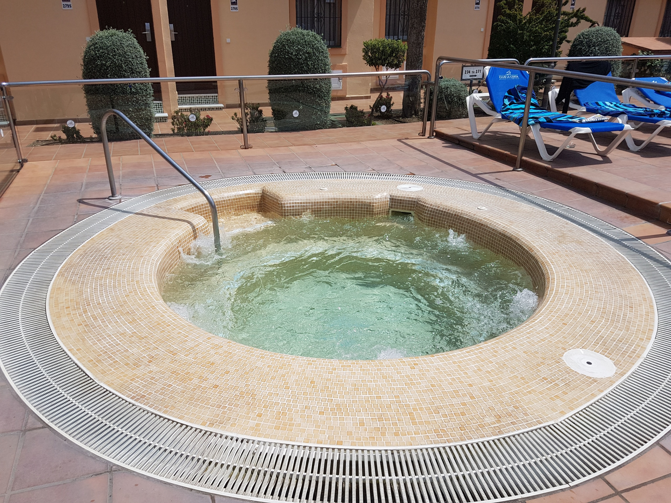 Jacuzzi, heated all year