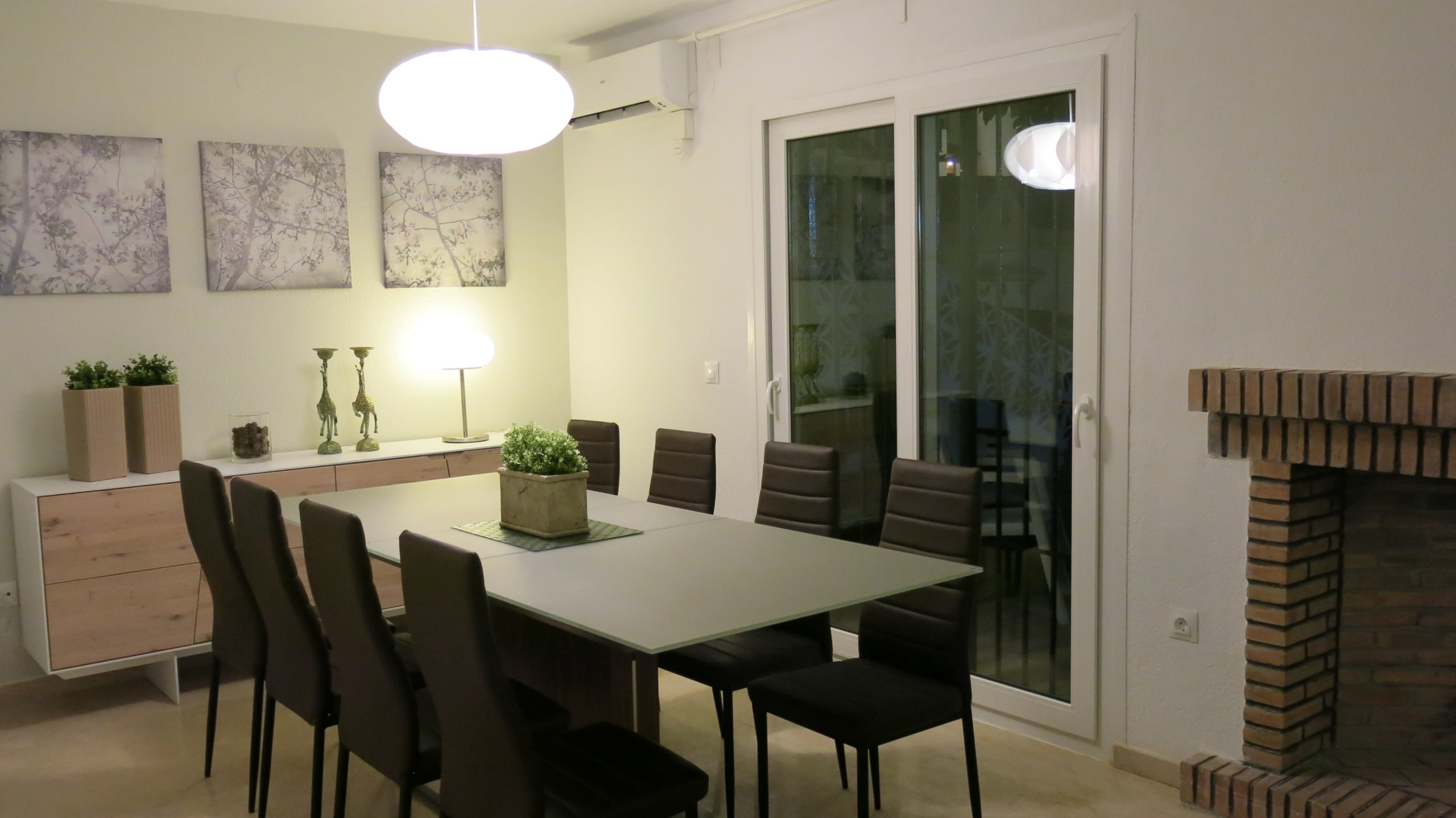 Dining area in the livingroom